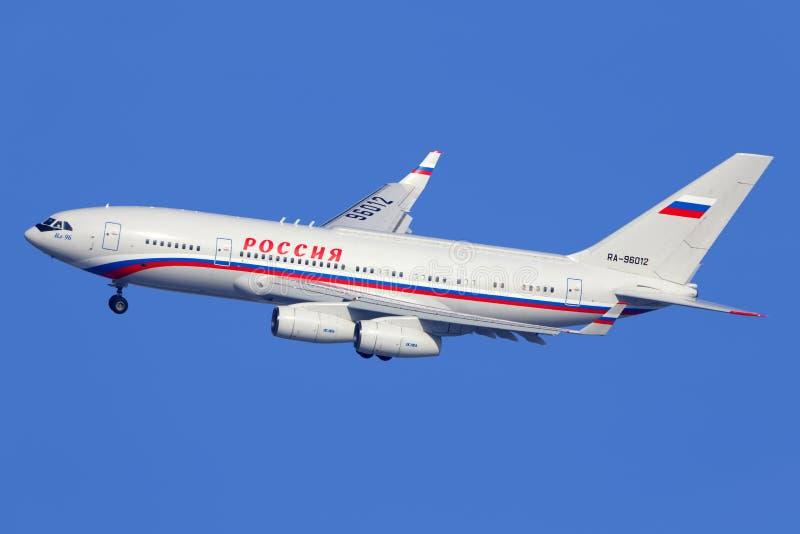 Ilyushin IL-96-300 RA-96012 посадки Русск Положения Транспортировать Компании на международный аэропорт Vnukovo стоковые изображения