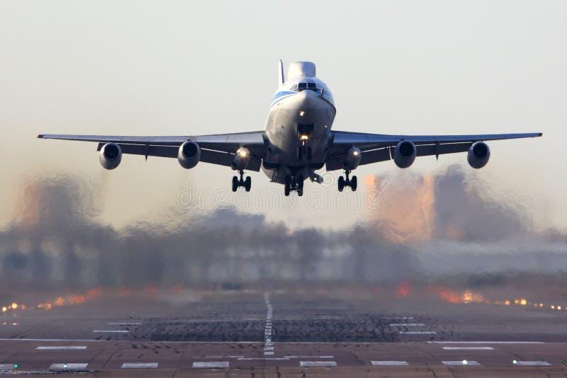 Ilyushin Il-86VKP RF-93642 dell'aeronautica russa che decolla a Chkalovsky immagine stock libera da diritti