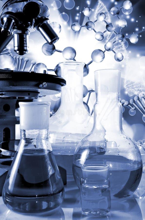 imágenes cristalería y primer químicos de los instrumentos fotografía de archivo