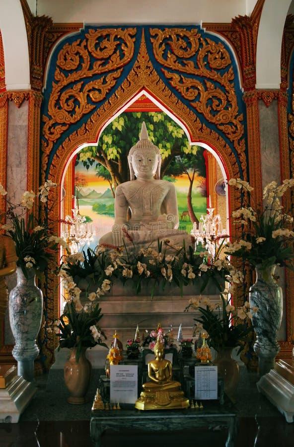 Imágenes de Buddha en un templo en Tailandia imagen de archivo