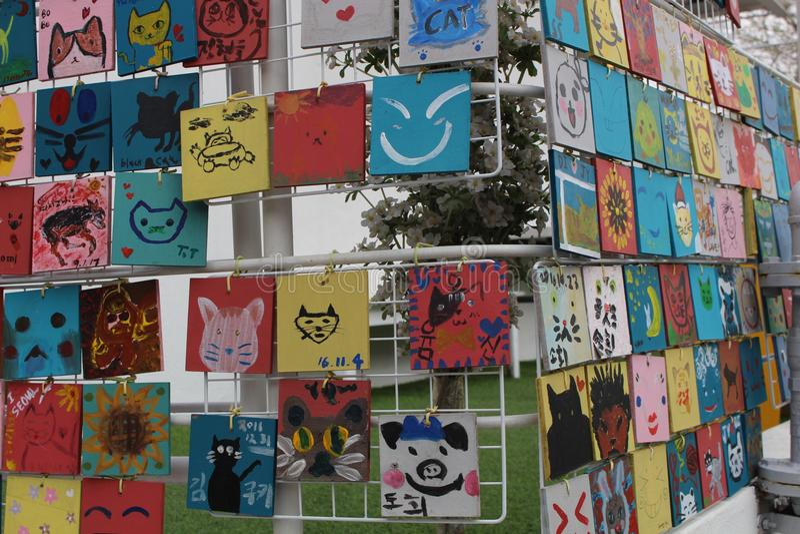 Imágenes dibujadas por los niños en Seul imagen de archivo