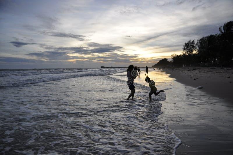 Imágenes hermosas de la puesta del sol en la playa imagen de archivo libre de regalías
