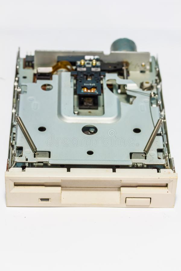 Im altem Stil Retro- Scheibenleser Eine weiche Diskette oder eine Diskette ist ein altes Werkzeug, das für das Ablesen oder das S lizenzfreie stockbilder