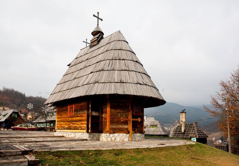 Im altem Stil wooned Kirche lizenzfreie stockfotos