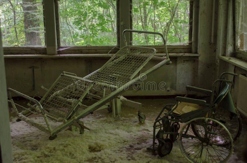 Im alten und ruinierten Hotel stockfotografie