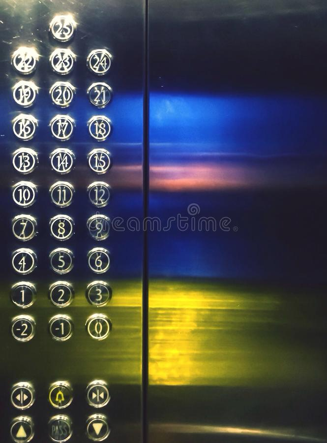 Im Aufzug lizenzfreies stockfoto