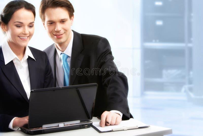 Im Büro lizenzfreies stockbild