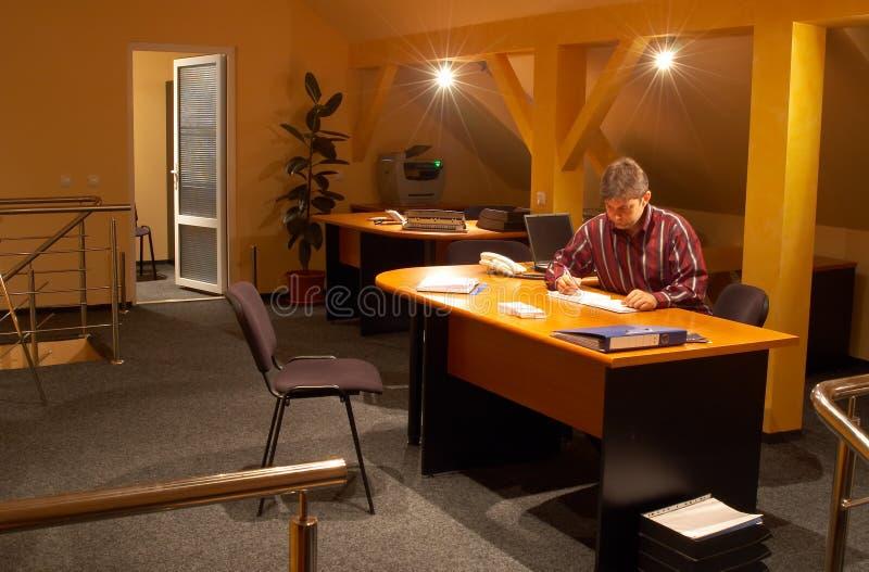 Im Büro lizenzfreie stockfotografie