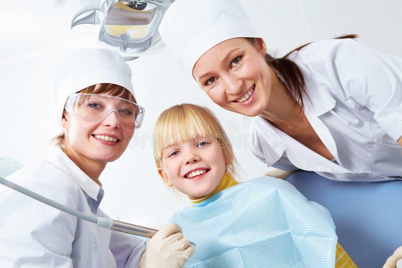 Im Büro des Zahnarztes lizenzfreies stockfoto