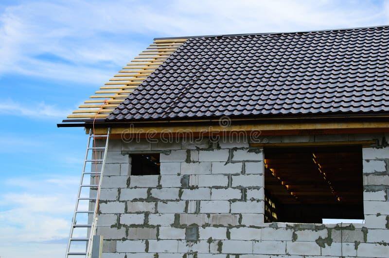 Im Bau Haus von Betonblöcken stockbilder