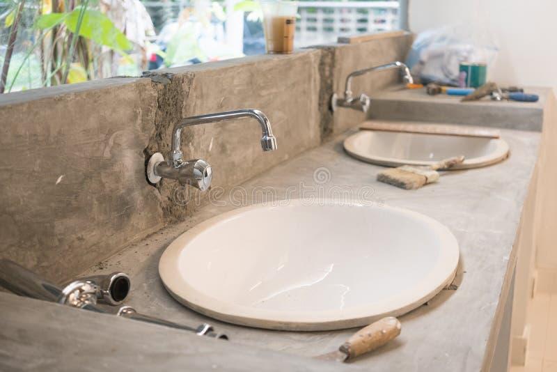 Im Bau vom Waschbrett und erneuern Sie Konzept lizenzfreie stockfotos