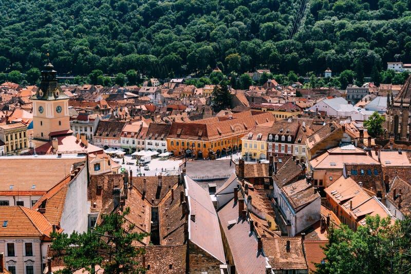 Im Brasov-Rats-Quadrat-Piata Sfatului Are Located The-Rats-Haus, in der alten Stadt und in der schwarzen Kirche lizenzfreie stockfotos