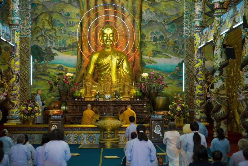 Im buddhistischen Tempel Chua Linh Phuoc, Vietnam, Dalat lizenzfreies stockbild