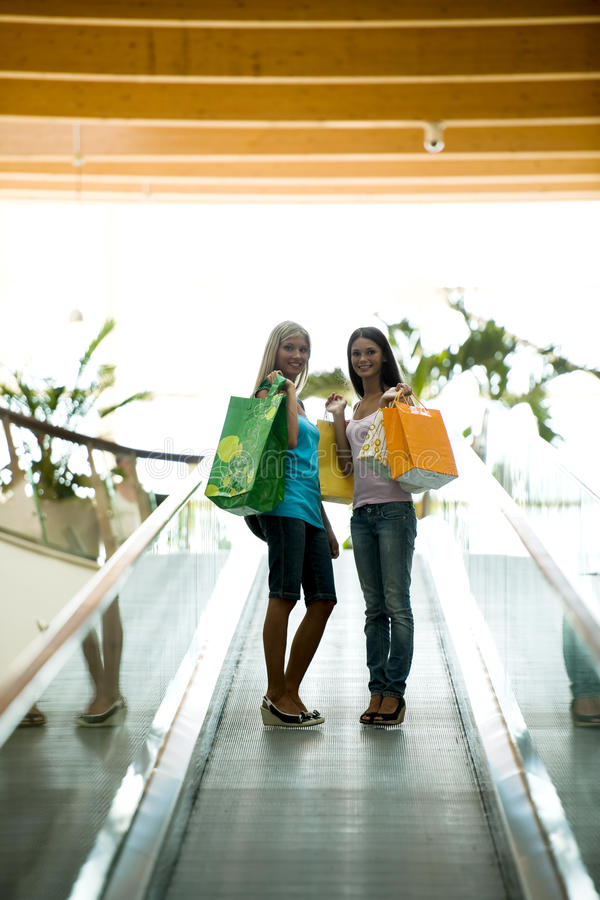 Im Einkaufszentrum lizenzfreie stockfotografie