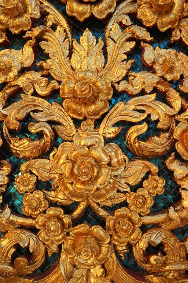 Im Fenster in Thailand-Schnitt des Buddha-Goldtempels bei Wat Benchamabophit stockfotografie