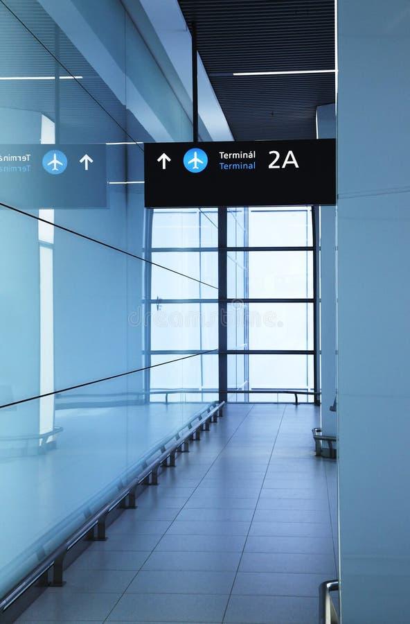 Im Flughafen lizenzfreie stockbilder