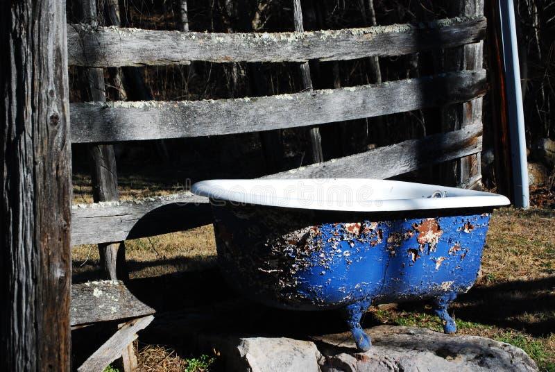 Im Freienbadewanne lizenzfreies stockfoto