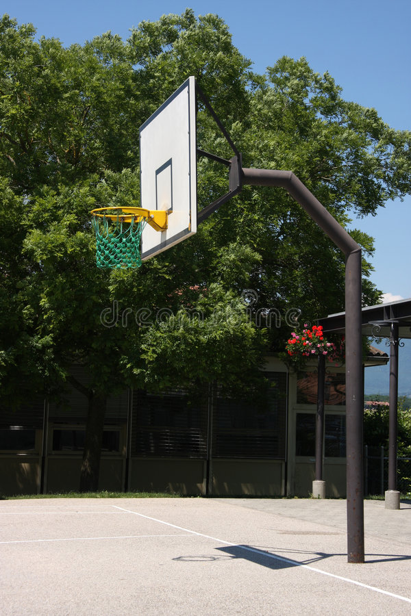 Im Freienbasketball lizenzfreies stockfoto