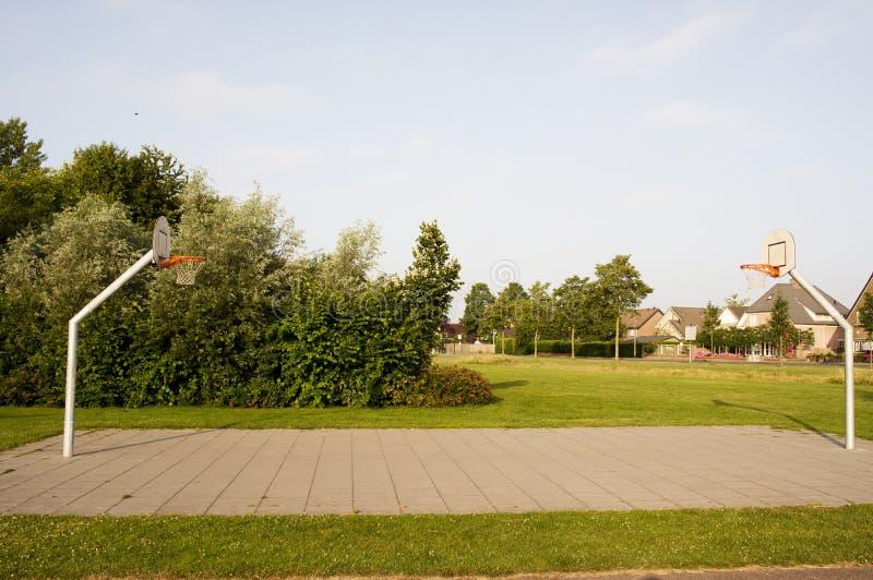 Im FreienBasketballplatz stockbilder