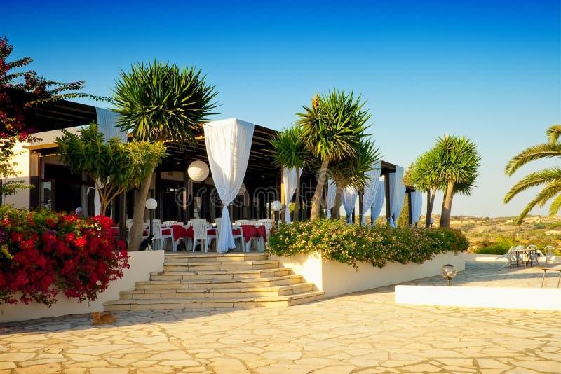 Im Freiengaststätte am Strand. Zypern stockbilder