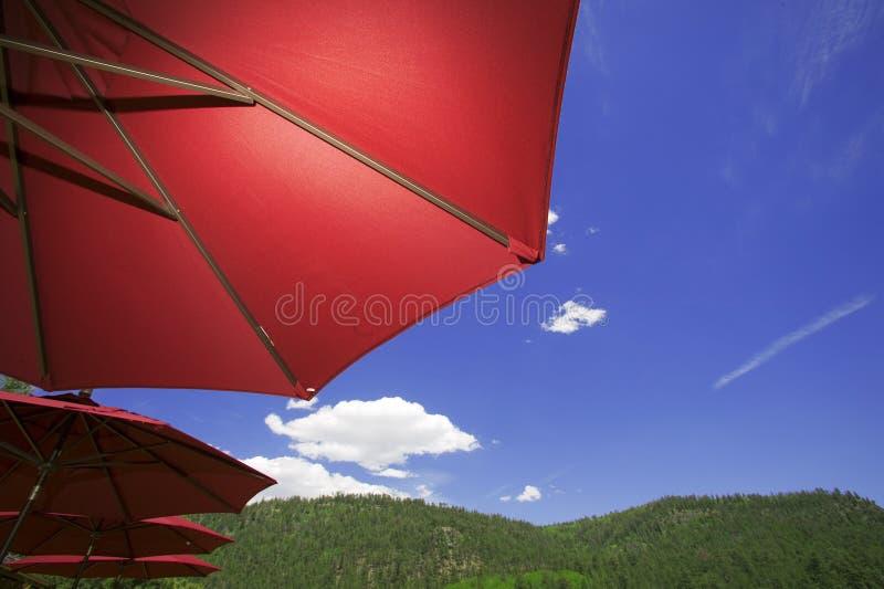 Download Im Freienpatio stockbild. Bild von bäume, freude, himmel - 9082793