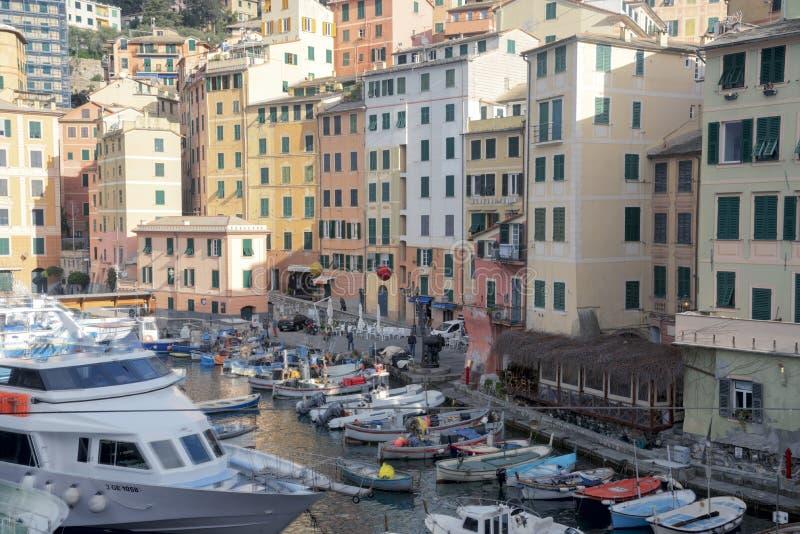 Im Jachthafen in Camogli (Italien) gepanzerte Schiffe stockfotografie