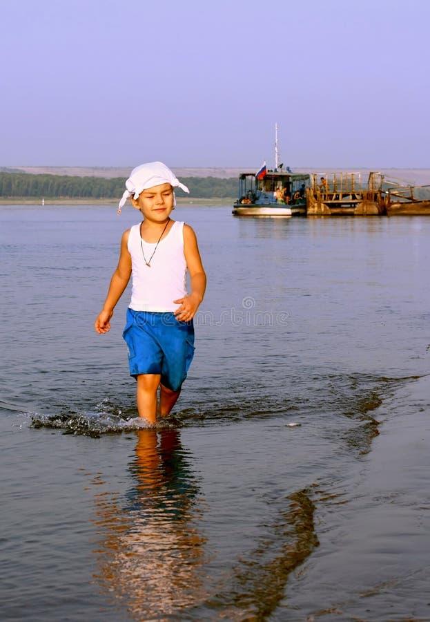 Im Morgen auf Fluss lizenzfreie stockfotografie