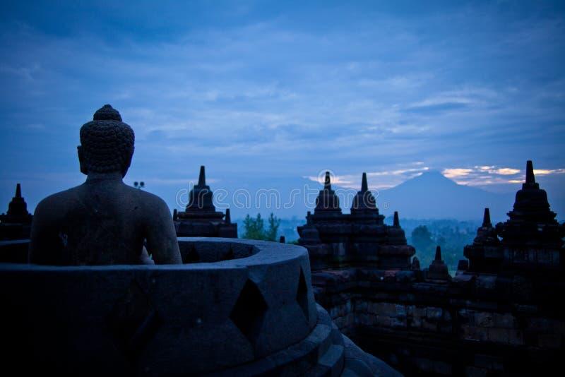 Im observant ¼ ŒIndonesia de Barabudurï photo libre de droits
