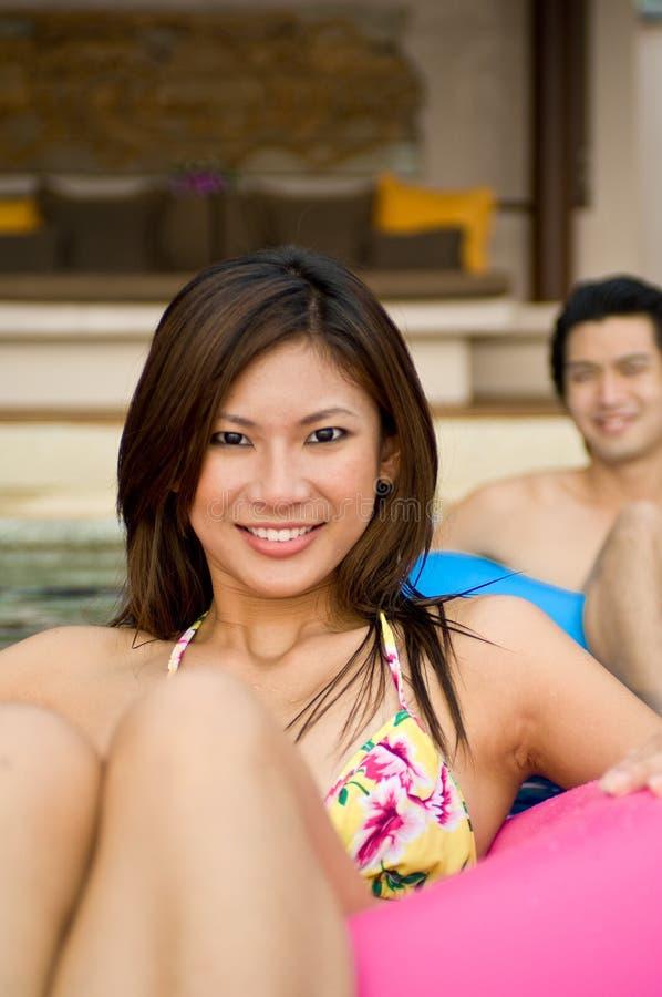 Im Pool lizenzfreie stockfotos
