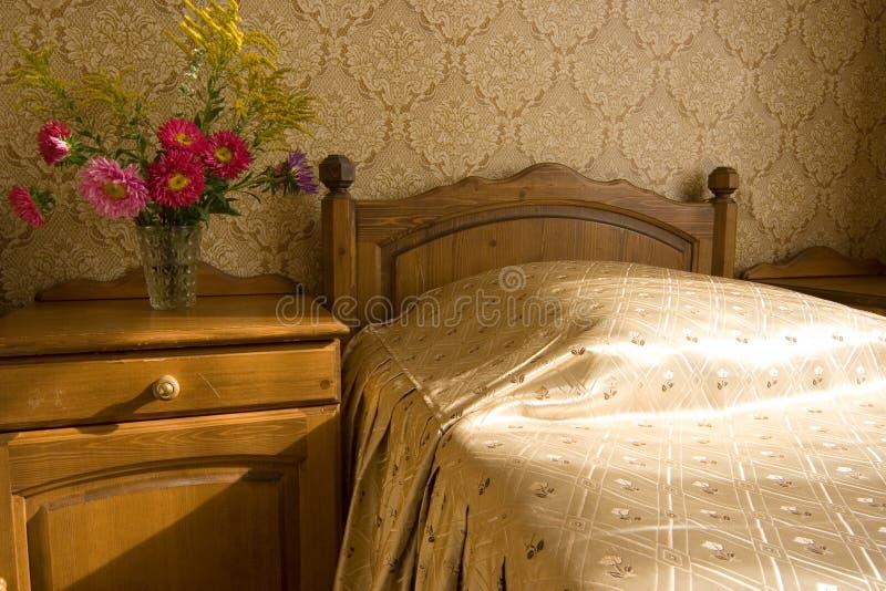 Im Schlafzimmer lizenzfreie stockfotos