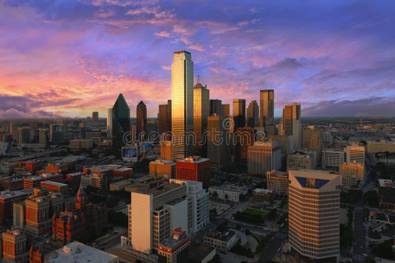 Im Stadtzentrum gelegene Ansicht Dallas geschossen vom Wiedervereinigungsturm lizenzfreies stockfoto