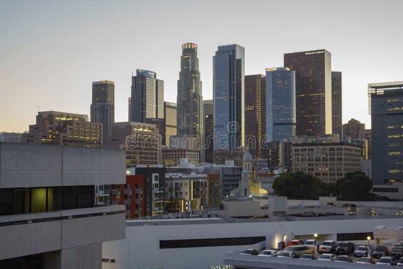 Im Stadtzentrum gelegene Ansicht des Sonnenuntergangs stockfotos