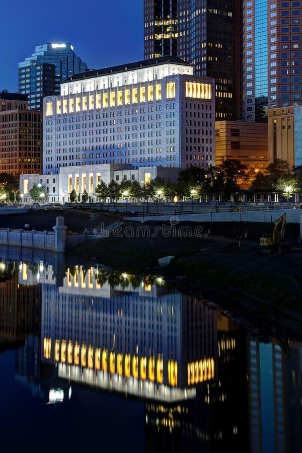 Im Stadtzentrum gelegene Aussicht der szenischen Nachtzeit stockfoto