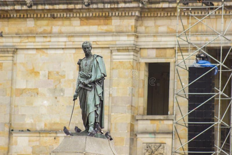 Im Stadtzentrum gelegene Bronzestatue Bogotas Kolumbien Simon Bolivar stockbilder
