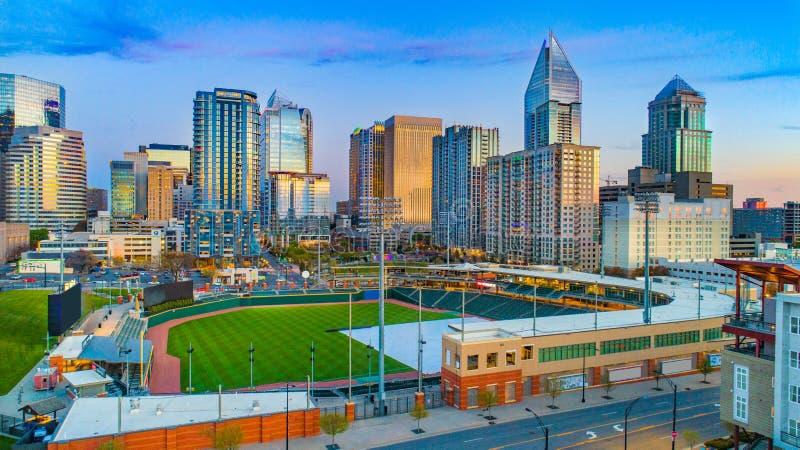 Im Stadtzentrum gelegene Charlotte North Carolina Skyline Aerial lizenzfreies stockfoto