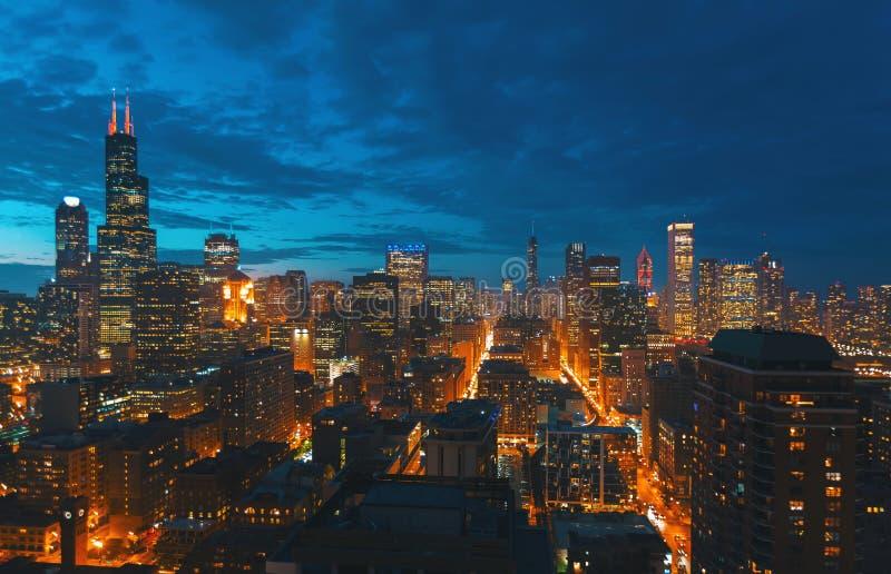 Im Stadtzentrum gelegene Chicago-Stadtbildwolkenkratzerskyline lizenzfreie stockfotografie