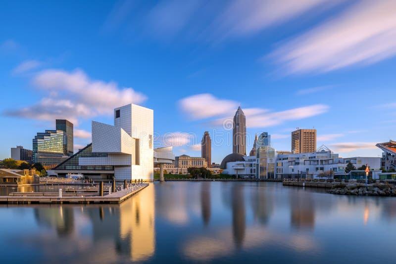 Im Stadtzentrum gelegene Cleveland-Skyline von der Seeseite lizenzfreie stockfotografie