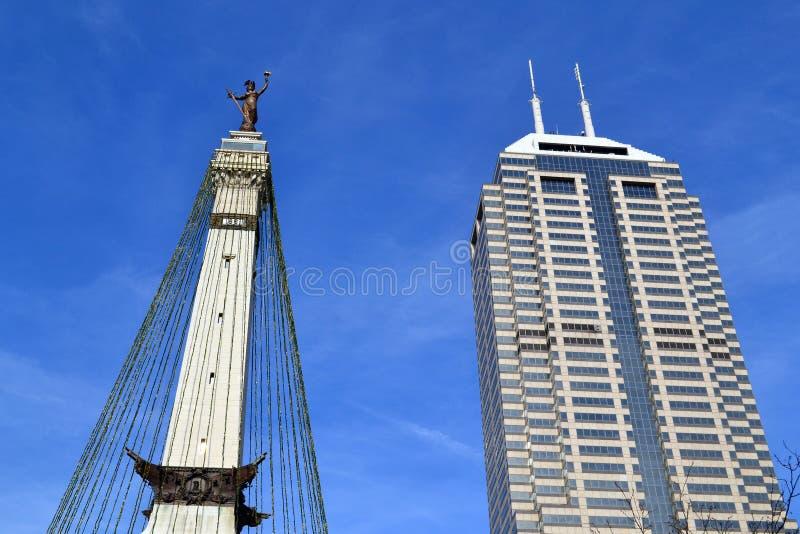 Im Stadtzentrum gelegene Indianapolis-Gebäude stockfotografie