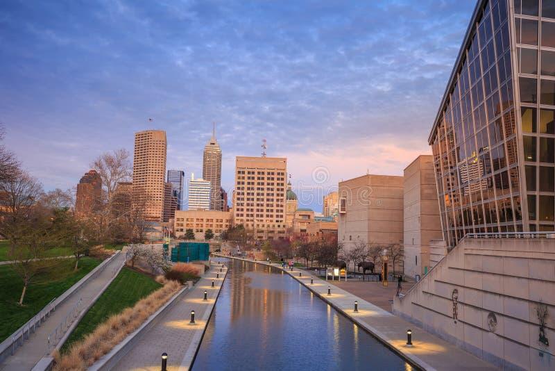 Im Stadtzentrum gelegene Indianapolis-Skyline lizenzfreie stockbilder