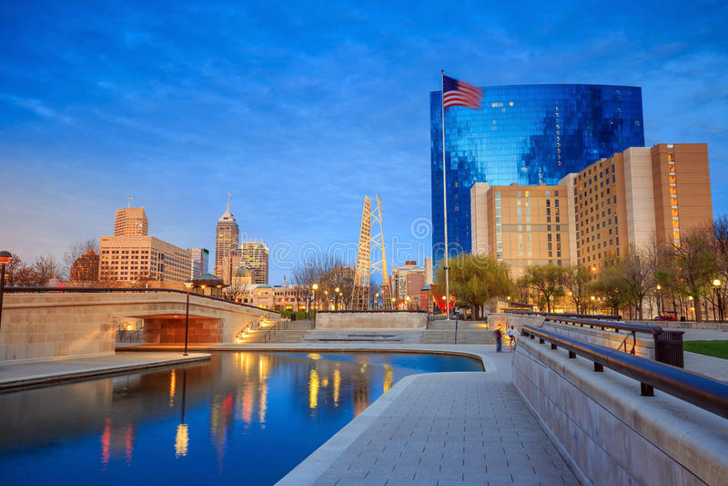 Im Stadtzentrum gelegene Indianapolis-Skyline stockfotografie