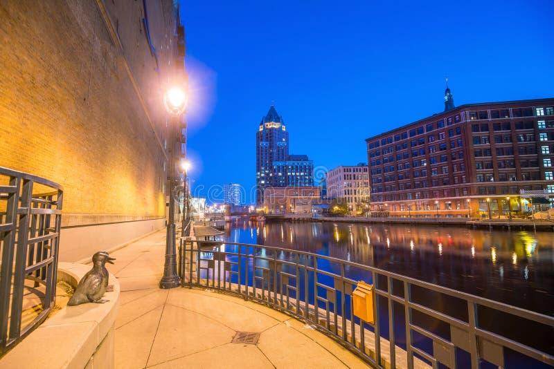 Im Stadtzentrum gelegene Milwaukee-Skyline in USA stockbilder