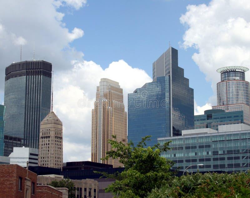 Im Stadtzentrum gelegene Minneapolis-Gebäude stockfotos