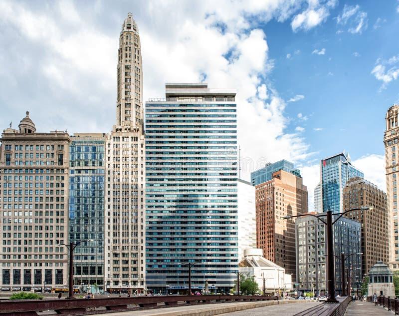 Im Stadtzentrum gelegene Nord-Michigan Allee und Brücke Chicagos stockbild