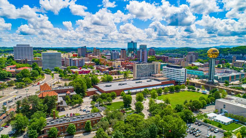 Im Stadtzentrum gelegene Skyline-Antenne Knoxville, Tennessee USA lizenzfreies stockbild