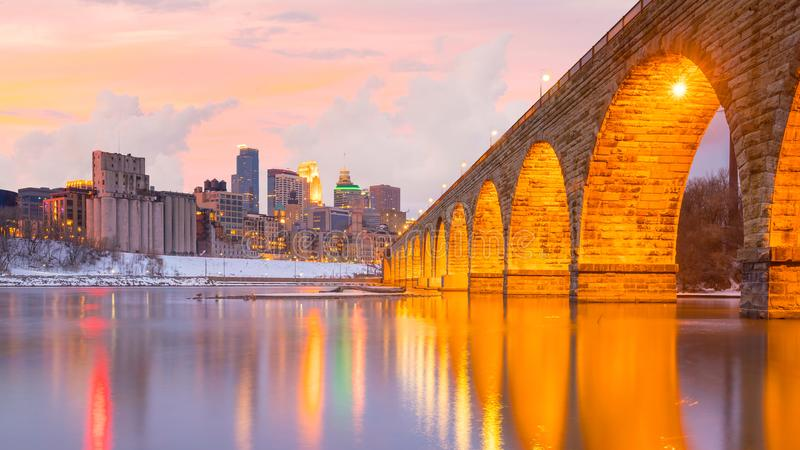 Im Stadtzentrum gelegene Skyline Minneapolis in Minnesota, USA stockfotografie