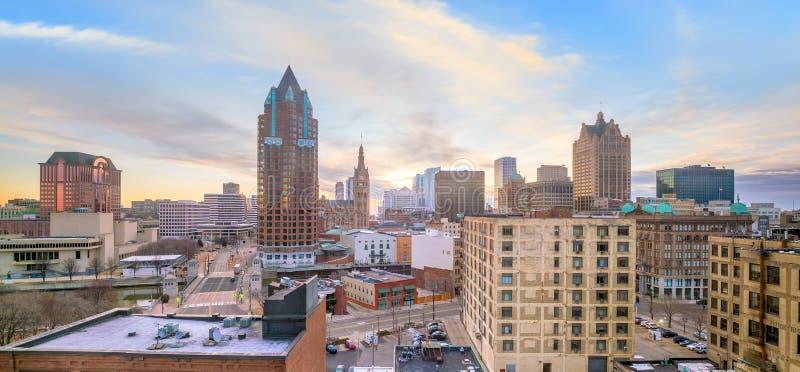 Im Stadtzentrum gelegene Skyline mit Gebäuden in Milwaukee USA lizenzfreie stockbilder