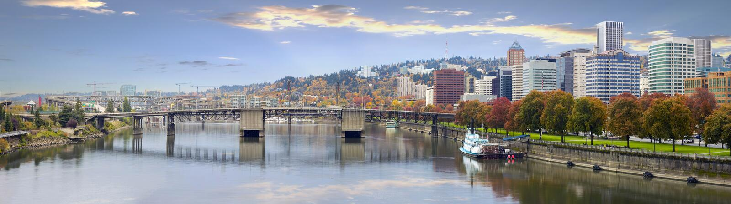 Im Stadtzentrum gelegene Skyline und Brücken Portland-Oregon stockfoto