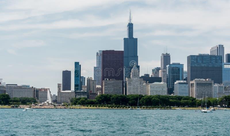 Im Stadtzentrum gelegene Skylineansicht Chicagos von einem Boot lizenzfreies stockfoto