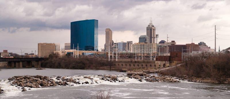 Im Stadtzentrum gelegene Stadt-Skyline Indianapolis Indianna White River stockfotografie