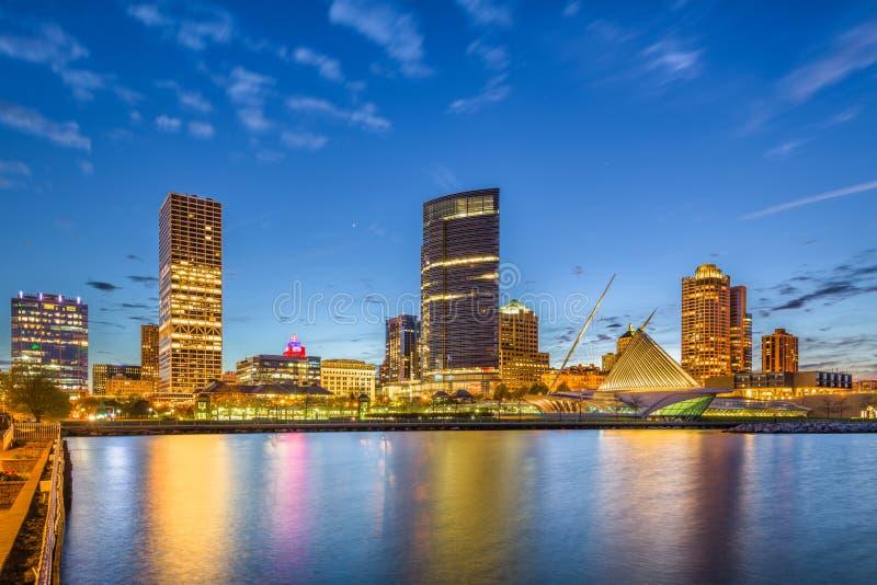 Im Stadtzentrum gelegene Stadtskyline Milwaukee, Wisconsin, USA auf Michigansee stockbilder